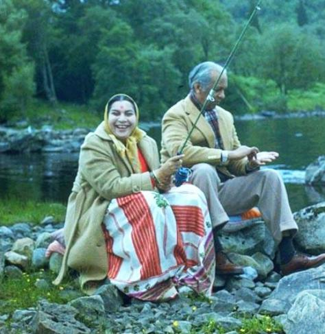 Shri-Mataji-Fishing-trip-in-Scotland-with-her-husband-Sir-CP