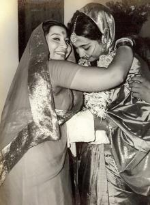 shri-mataji-with-daughter-kalpana-upon-her-marriage